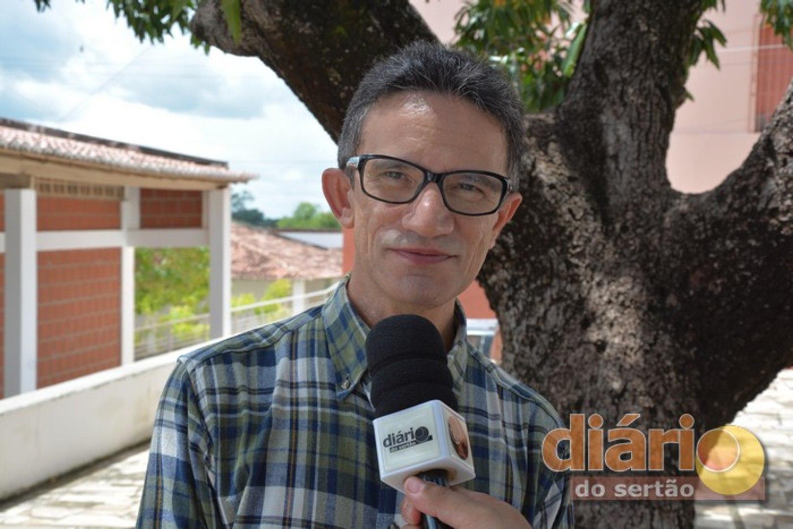 Pe. Djacy Brasileiro diz que solução para o caos político do Brasil são eleições e povo menos aliena