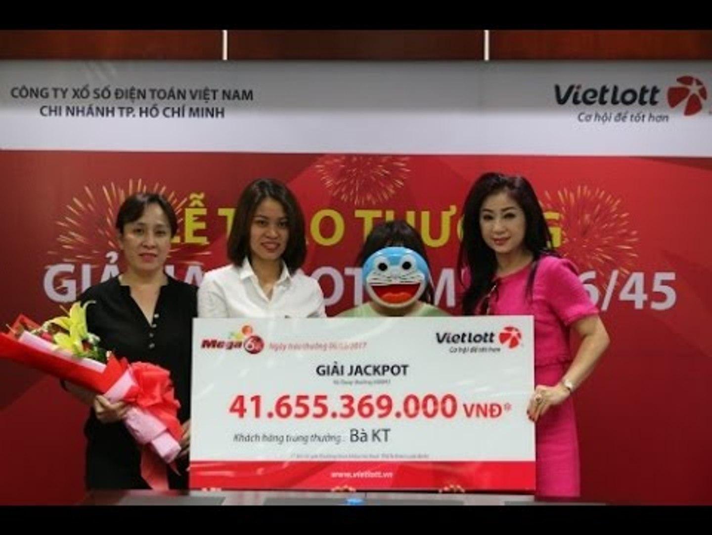 Nghệ sĩ cải lương Thoại Mỹ bán vé số Vietlott thu hơn chục triệu mỗi ngày
