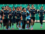 Indian women hockey team returning from Rio made to sit on train floor | Oneindia News