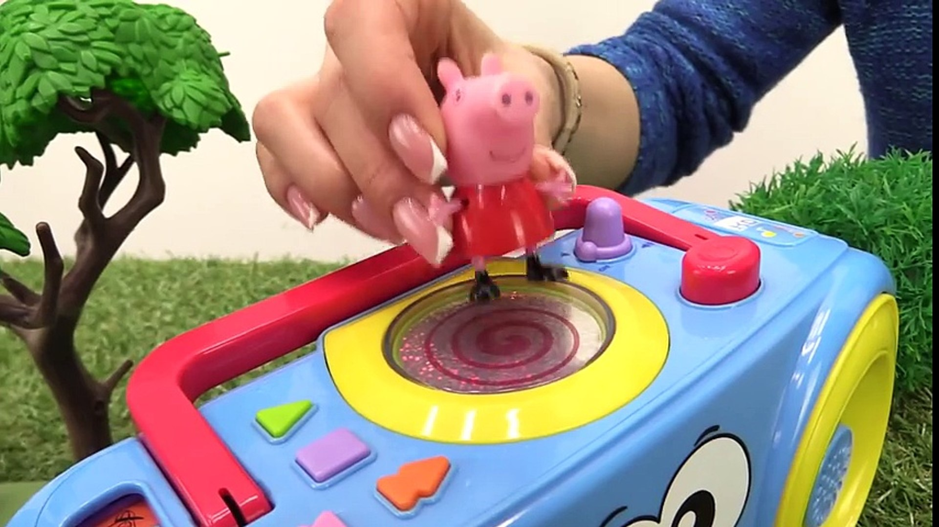 Peppa pig in dangerous  Train videos & Peppa pig toys. Toy story with toy train  and kids ts