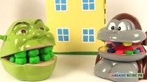 Shrek et le singe jouent à un jeu de société Histoires de Jouets