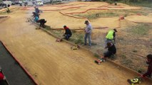 Découvrez une course de voitures télécommandées avec le mini-racing club palois