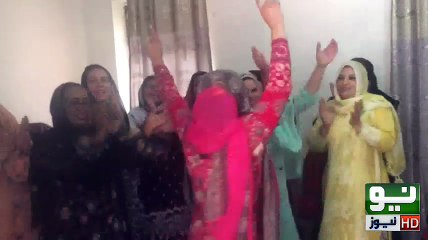 PMLN Ladies dancing & celebrating Panama decision