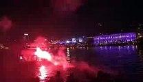 1h30 du mat  les ultras du Besiktas allument des fumigènes face à l'hôtel des lyonnais