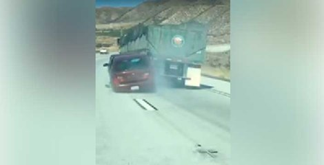 Truck driver doesnt stop even with a car stuck to its end