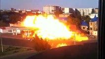 Massive explosion d'une station essence