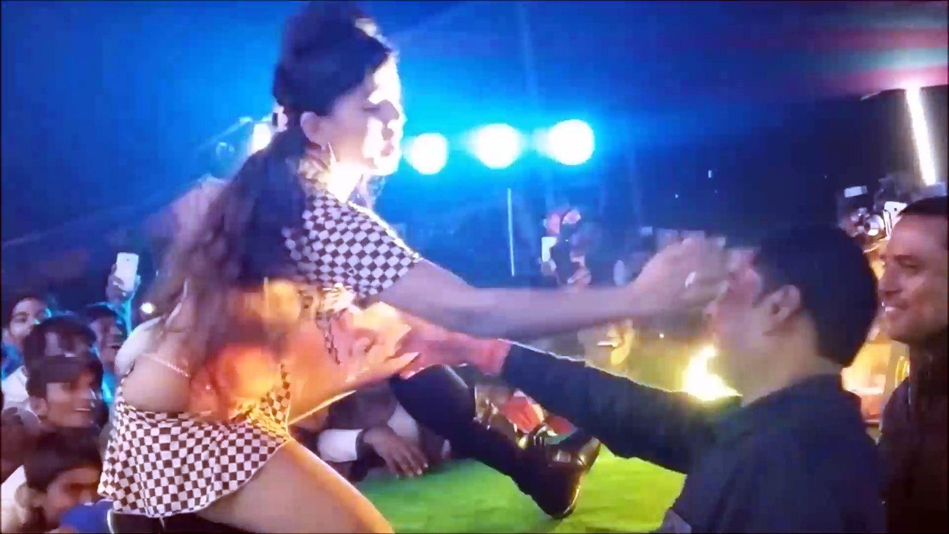 AC AC AC लहंगा AC खोजता Raja La Da Model Videshi Lehenga AC Khojata -Hot Bhojpuri Arkesta Dance Neha