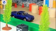 Sur et voiture des voitures enfants ville pour dans enfants course course des sports le le le le la vidéo