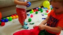 Bébé mal ballon géant maison dans mon Dans le voisins balle géant éclatement choqué