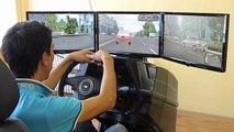 Voiture ville au volant Dans le Instructeur simulateur de conduite de choc