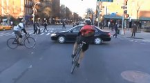 De la folie : une course cycliste illégale organisée dans les rues de Mexico !