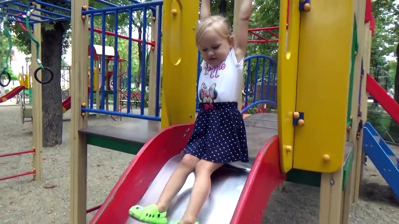 Pour enfants fontaines Cour de récréation Dans le et avec Alice fontaines à pied amitié parc de jeux