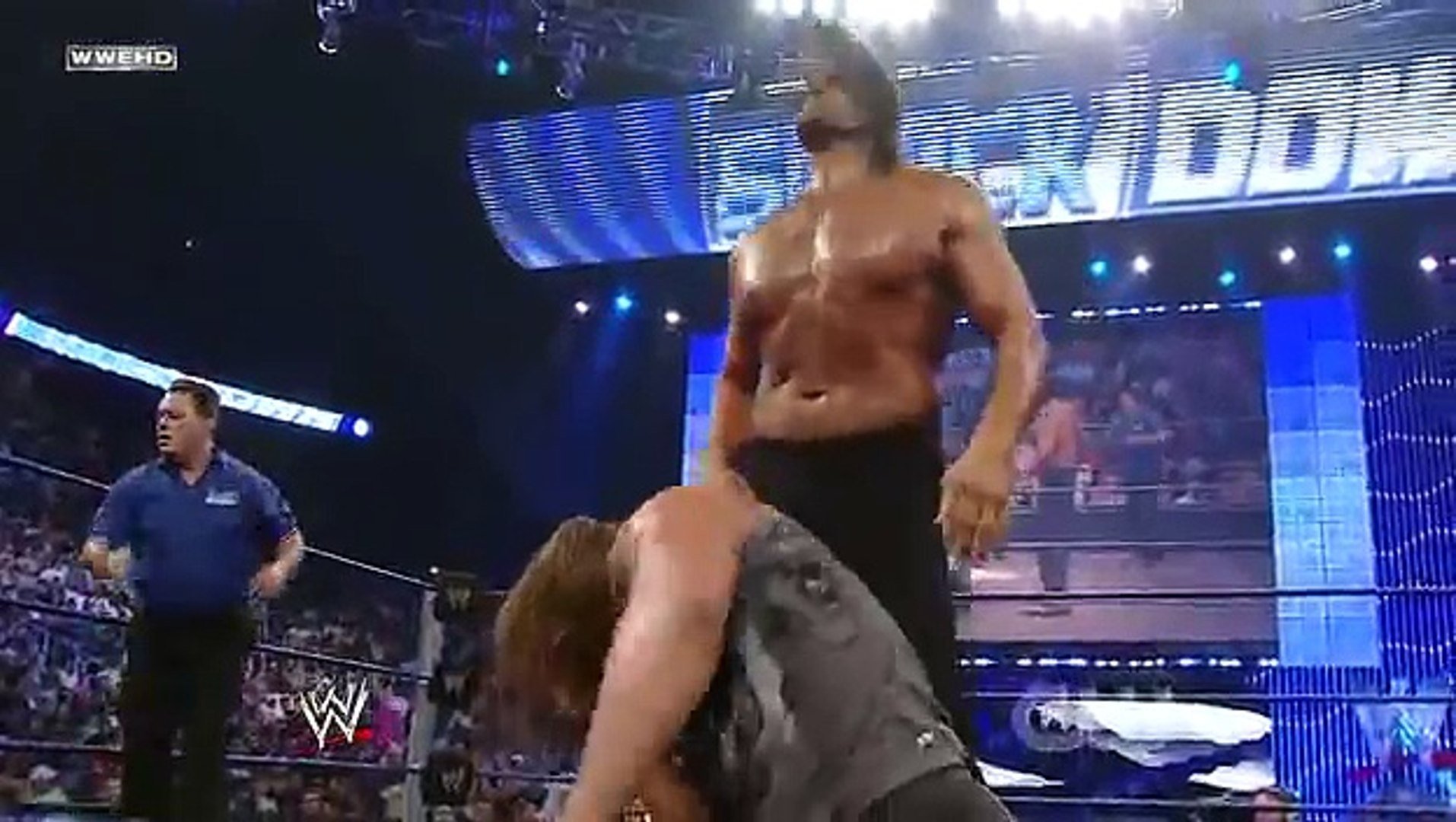 Triple H vs. The Great Khali (Broken Glass Arm Wrestling).