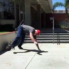 Ce vieil homme ne lâche rien pour réussir un saut sur son skate