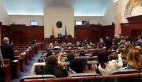 Zekirija Ibrahimi i BESËS këndon himnin shqiptar në Kuvend