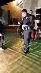 Un policier appelé pour tapage nocturne va finalement prendre part à la fête