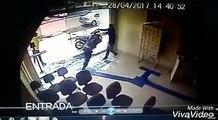 Assalto a uma agência dos correios ontem em Macapá, o vigilante enfrentou dois malas armados.