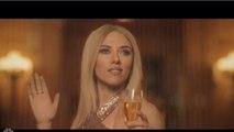 Scarlett Johansson Invitó A Tomar Una Copa A Su Doble De 72 Años