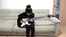 Cette jeune fille de 8 ans gère la guitare électrique comme personne