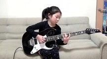 A 8 ans elle déchire tout à la guitare électrique
