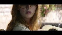 Uma Dama de Óculos Escuros Com Uma Arma No Carro - Trailer Legendado