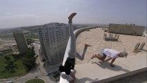 Cityscape Stunts - Il fait des cascades et tient en équilibre au sommet d'un building