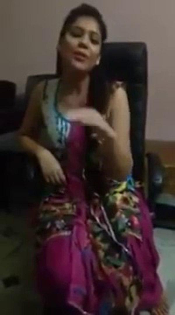 Whatsapp viral video cute girl sing a song cute voiasd