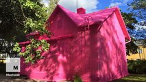 Refugees cover house in 93 miles of pink yarn as a symbol of hope
