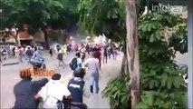 El momento en que una tanqueta de la polica militar chavista arrolla a los manifestantes en Caracas