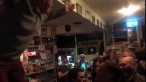 Quand tout un pub irlandais se met à chanter en hommage à leur ami décédé