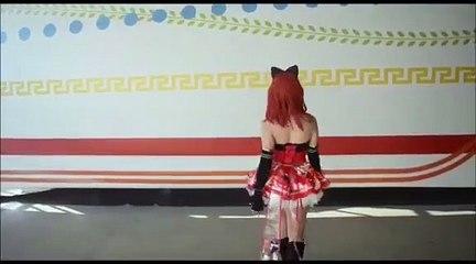 La performance di Giulia Langley nei panni di Maki Nikishino di Love Live per la Mankey News