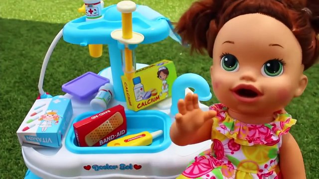 Baby Doctor IRL PRINCESS Belle HURT WOLF ATTACK Baby Eli Doctor Check Up Fisher Price Medical Bag
