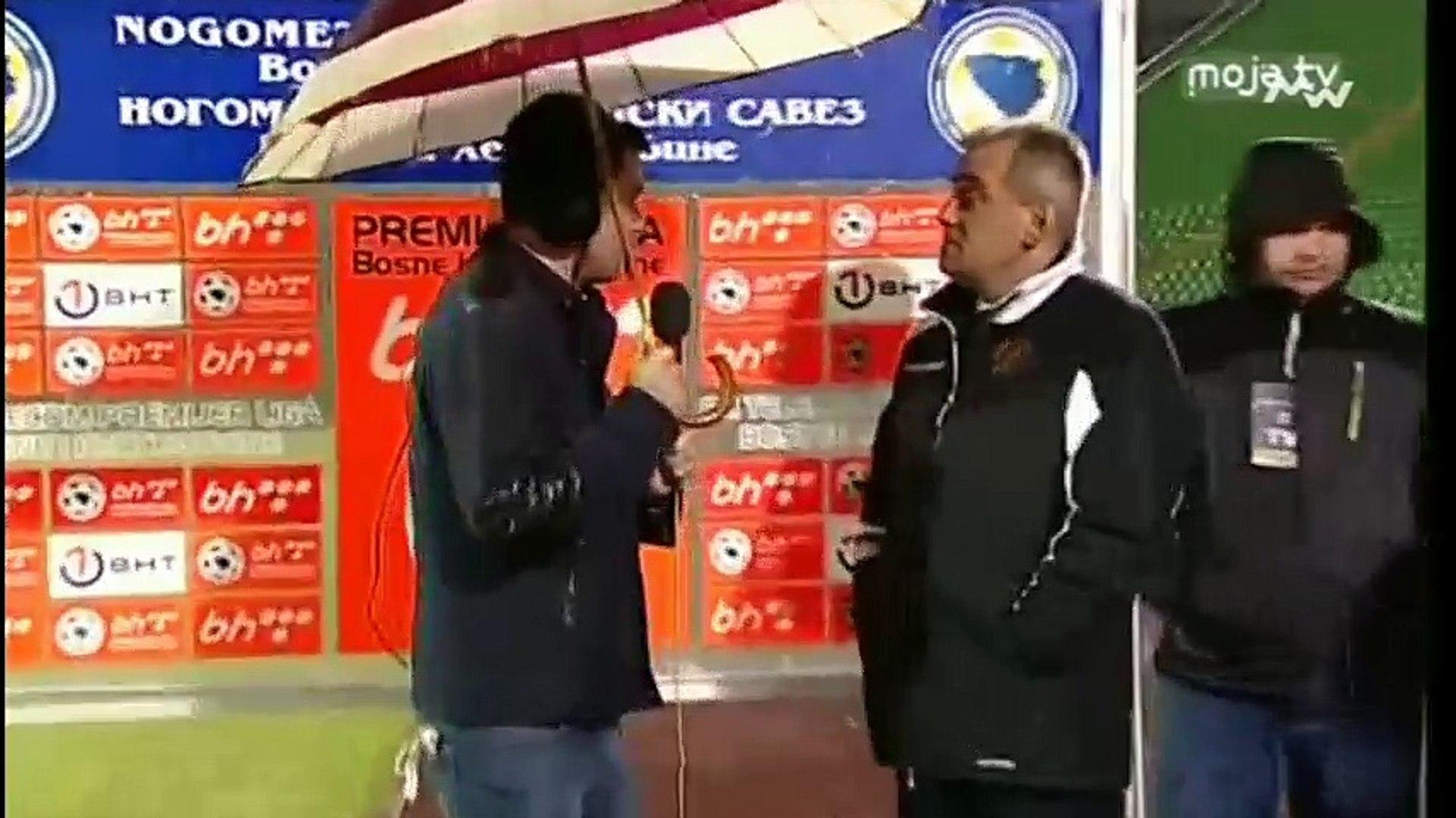 FK Sarajevo - FK Sloboda / Komična scena Jagodića sa kišobranom