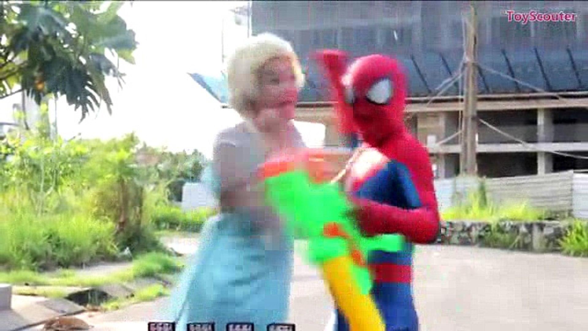 Baby Elsa LAUNCHES ROCKET COKE BOTTLES! w  Spiderman, Hulk & Joker in Real Life_0_split2