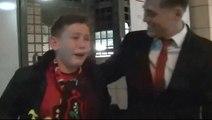 James O'Connor offre un cadeau et rend fou de joie à jeune supporteur