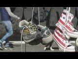 Napoli - 100 giorni senza lo Stadio Collana, scarpe appese per protesta (08.05.17)