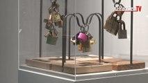 Paris : des «cadenas d'amour» exposés avant d'être vendus aux enchères