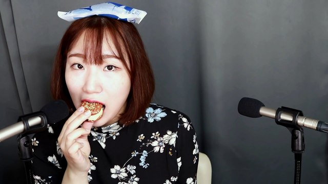 [Eating ASMR] Hamburger Macaron Eating Sounds [직접먹는 ASMR] 찐득찐득 햄버거 마카롱