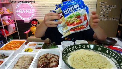 New Released Paldo ChoGyeBiBimMyun 5 packs Mukbang! 팔도에 새로운라면! 초계비빔면 5개와 족발 보쌈 大짜리 먹방! (BANZZ eating show)