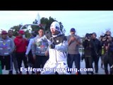 MANNY PACQUIAO DISPLAYS RAPID HAND SPEED!! SHOWING NO SIGNS OF SLOWING DOWN!! - EsNews Boxing