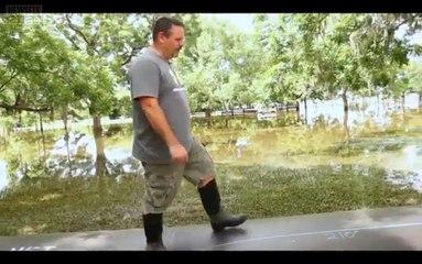 En installant ça autour de sa maison, son voisinage riait de lui, c'est pourtant le seul à la protéger des inondations.