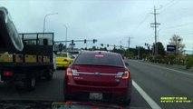 Dans l'État de Washington à Mukilteo, un avion léger s'est écrasé sur une route