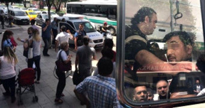 Otobüste Cinsel Organını Çıkarıp Çocuklu Kadını Taciz Eden Sapığı Fena Dövdüler