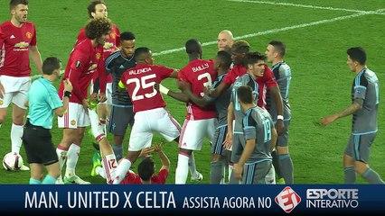 Cenas lamentáveis na Europa League! Jogadores de United e Celta se estranham em campo