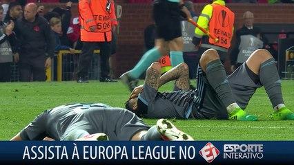 Últimos segundos, gol da classificação incrivelmente perdido, tristeza de uma lado, alegria do outro
