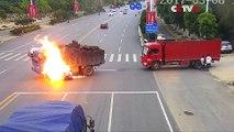 Un motard percute un camion et s'enflamme, le chauffeur va alors lui sauver la vie