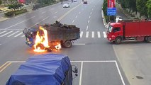 Un motard percute un camion