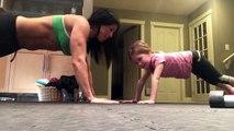 Mère et fille font leurs pompes ensemble !