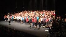 300 enfants chantent en breton au Glenmor