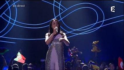 Eurovision: Incident pendant la cérémonie où un homme est monté sur scène avant d'être sorti par la sécurité